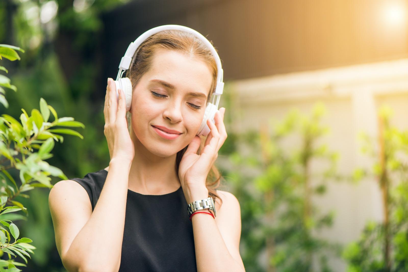 Women listening bio music